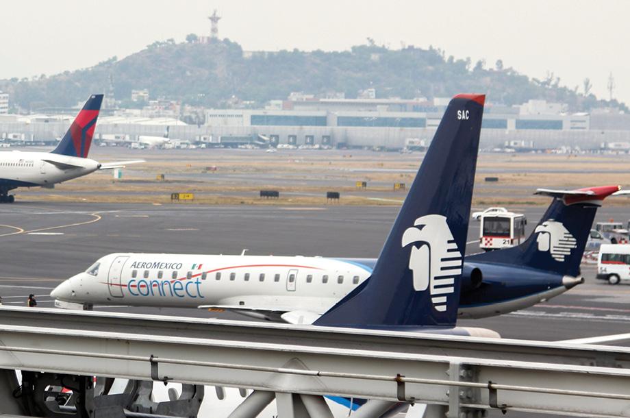 Pilotos de Aeroméxico rechazan medidas emergentes que congelarían sueldos por 4 años