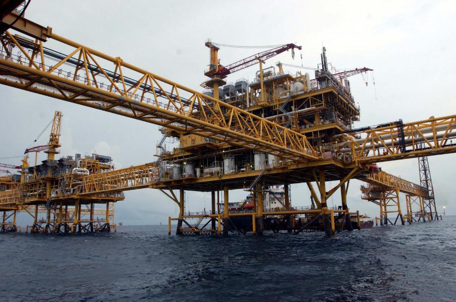 Precios del petróleo colapsan tras la apertura de mercados asiáticos