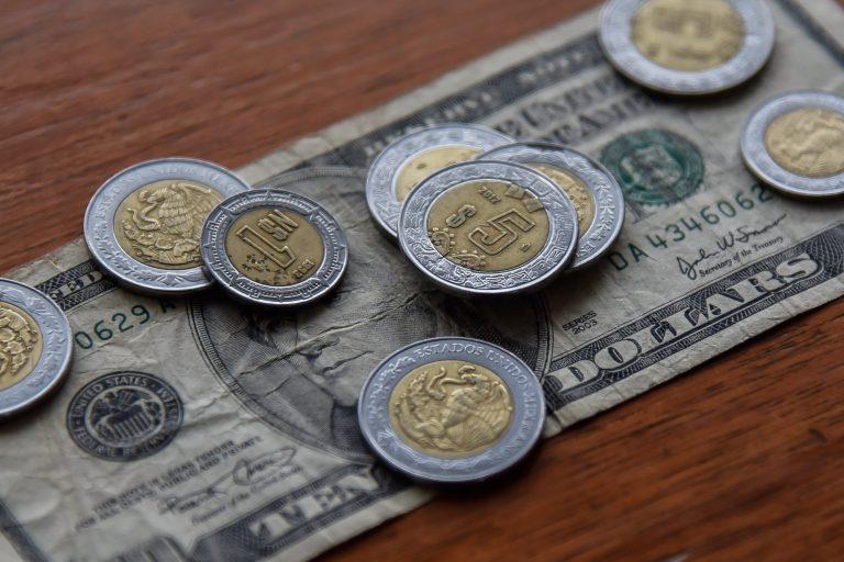 Tras avance de vacunas contra COVID, dólar abre por debajo de los 20 pesos