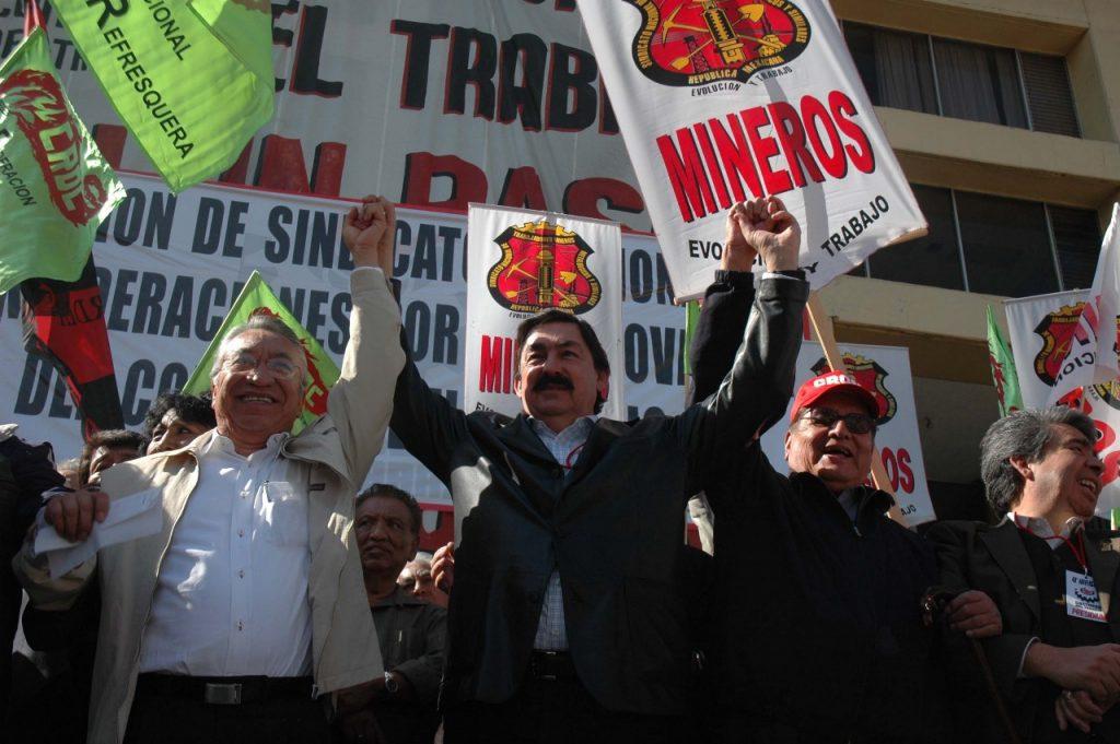 mineros amenazan con protestar por napoelón gómez urrutia