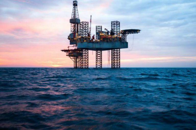 Petróleo mexicano se vende en 14.54 dólares por barril, se hunde 22.57 por ciento