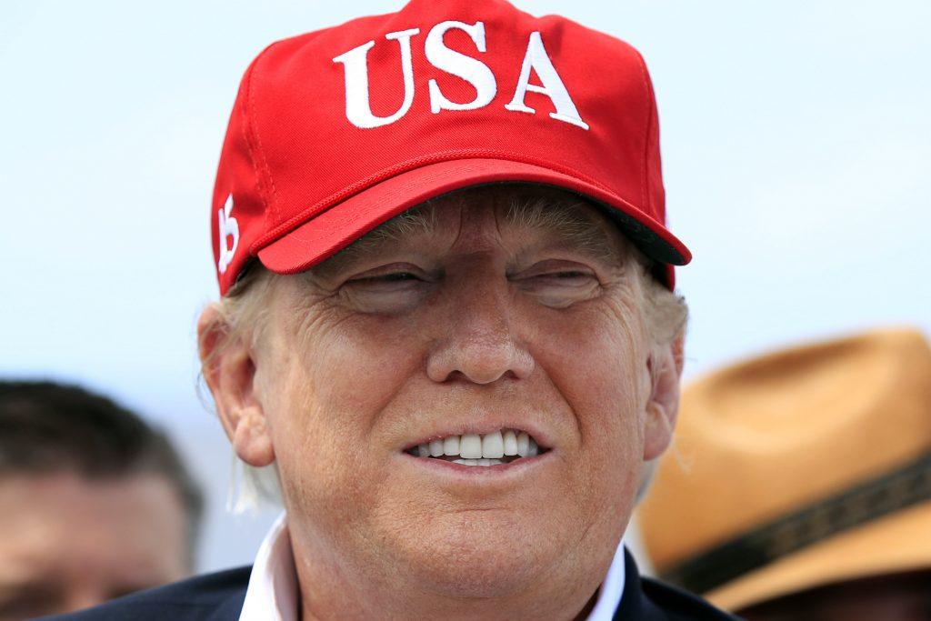 Donald Trump habla con la prensa durante una visita a Canal Point, Florida, el 29 de marzo del 2019. La Florida le dio una estrecha victoria a Trump en las elecciones presidenciales del 2016 y asoma nuevamente como un estado muy reñido, que el mandatario debe ganar para tener esperanzas de seguir en la presidencia. (AP Photo/Manuel Balce Ceneta)