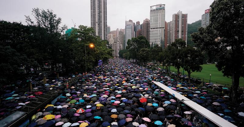 miles de ciudadanos de Hong Kong tomaron las calles