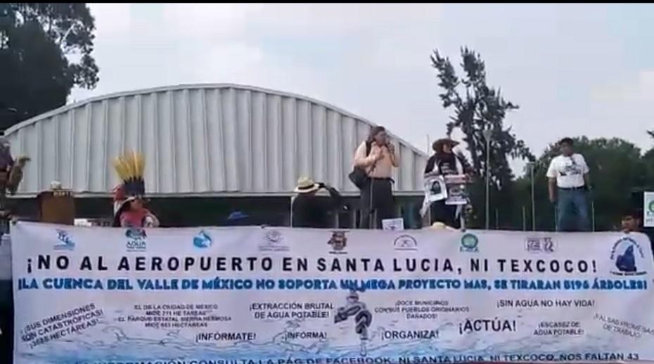Manifestación en contra del aeropuerto de Santa Lucía