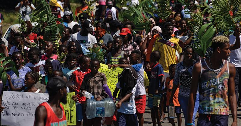Decenas de niños migrantes marcharon en Tapachula