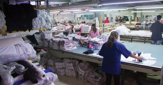 Las personas dedicadas a la confección de prendas de moda rápida son de las peores pagadas a nivel mundial.