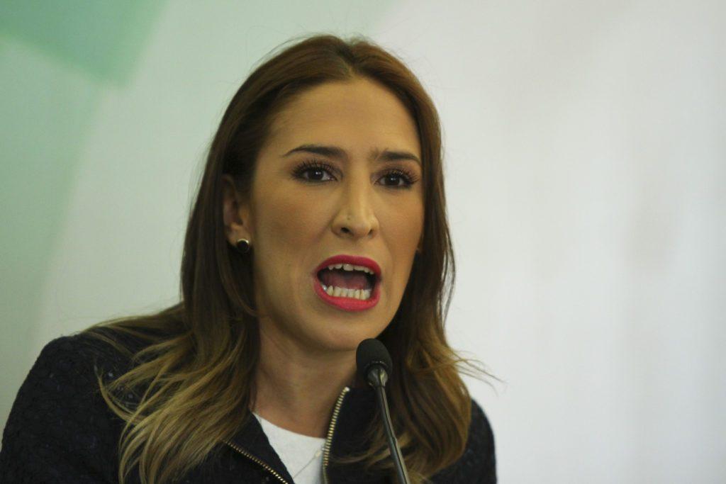 Hija de Rosario Robles solicita audiencia con titular de la FGR
