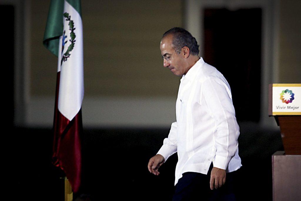 Calderón y panistas reciben críticas por sumarse al 8M