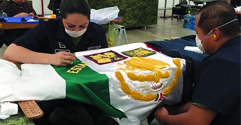 Las banderas utilizadas por el gobierno son elaboradas en la Fábrica de Vestuario y Equipo de la Sedena
