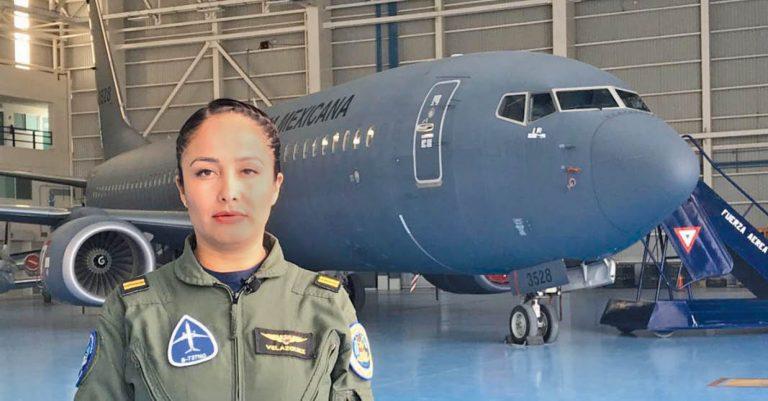 La teniente piloto aviador Karen Vanesa Velázquez Ruíz