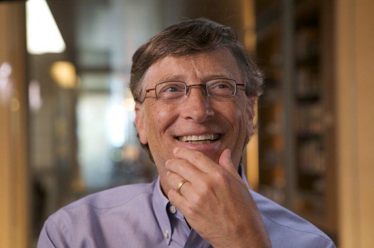 """OMS pone fecha de fin a la pandemia de COVID-19; Bill Gates dice tener """"la única solución"""""""