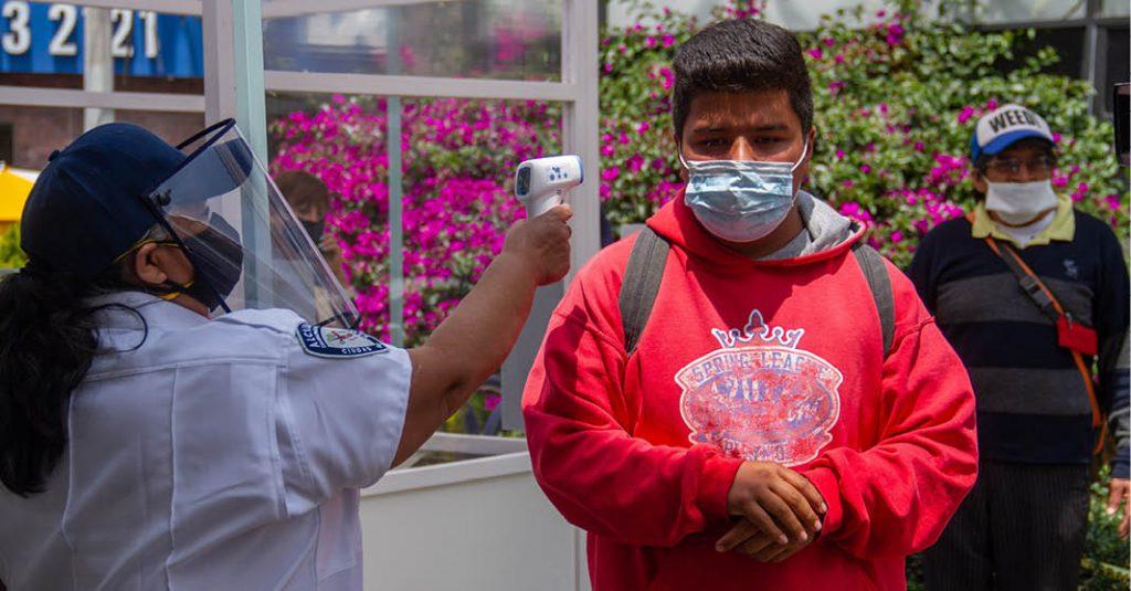 Muchas personas tienen que salir a trabajar durante la pandemia de Covid-19
