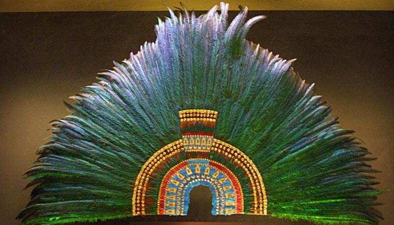 Experto de Viena asegura que penacho reclamado por AMLO no era de Moctezuma