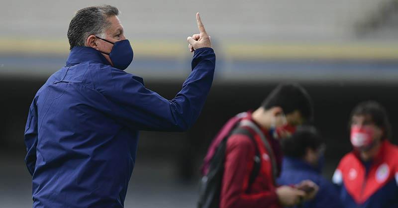 Ricardo Peláez se puso enérgico con las indisciplinas en Chivas, por lo que dio de baja a cuatro futbolistas.