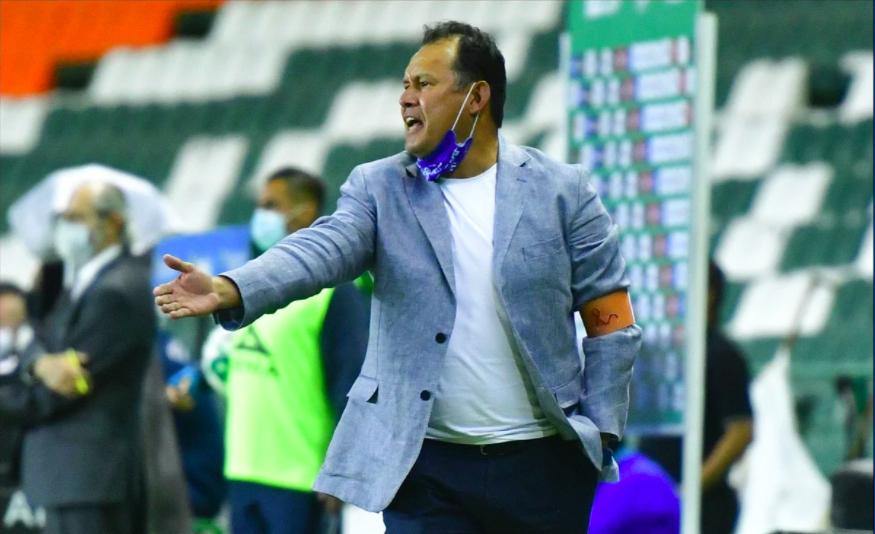 Devolver el orgullo, la tarea de Juan Reynoso en Cruz Azul