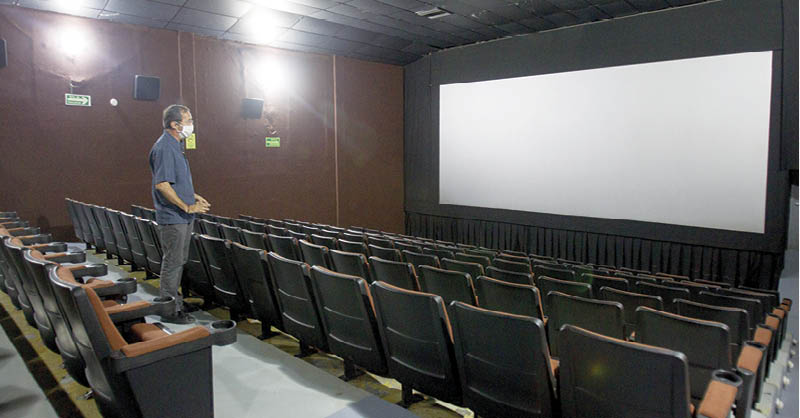 Se estima que el 10 de enero abran los cines en la capital del país.