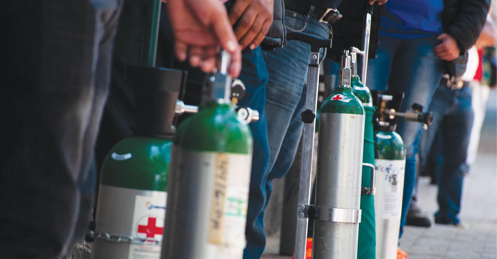 Las autoridades federales informaron que están persiguiendo y sancionando a quienes venden oxígeno a sobrecosto o defraudan