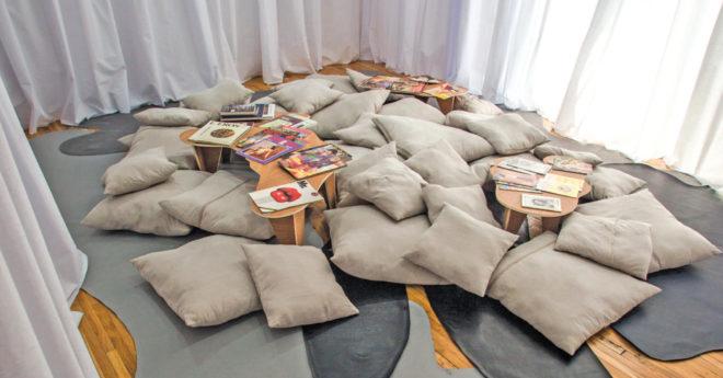 """Vista de la instalación para la exposición """"Se ruega tocar. Intimar con las memorias del deseo"""", 2019, como parte del programa La Postal de Terremoto Magazine"""
