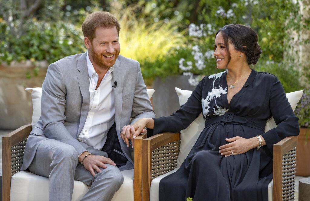 Entrevista de Meghan y Enrique remece a realeza británica; escaparon para salvar sus vidas