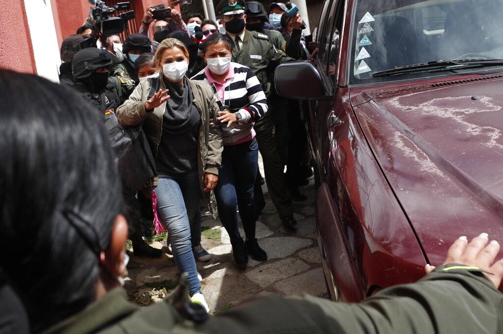 """Evita AMLO opinar sobre detención de expresidenta de Bolivia: """"Se restableció la democracia"""""""