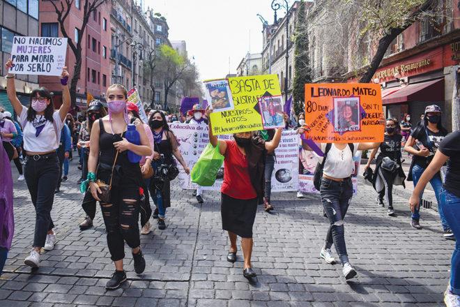 La manifestación por las mujeres partió del Monumento a la Revolución y continuó por Avenida Juárez y 5 de Mayo.