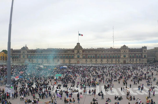 La marcha por las mujeres terminó en el Zócalo capitalino.