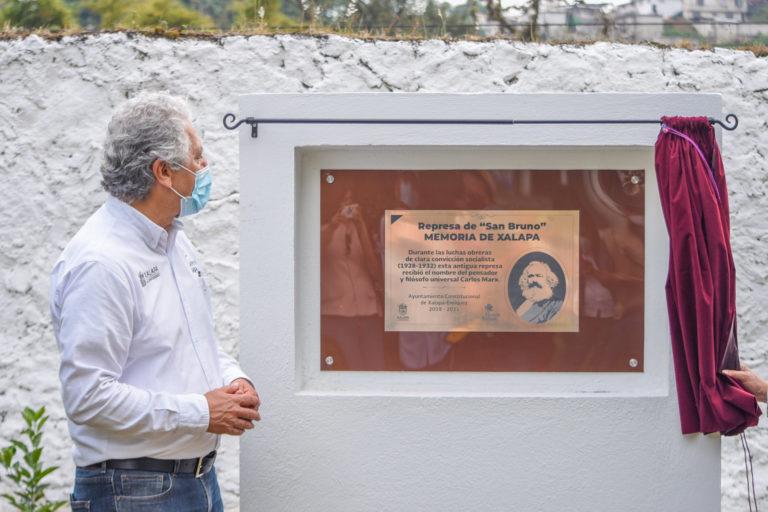 """Develan placa para Carlos Marx en ayuntamiento de Xalapa, por ser """"trascendental para la historia mundial"""""""