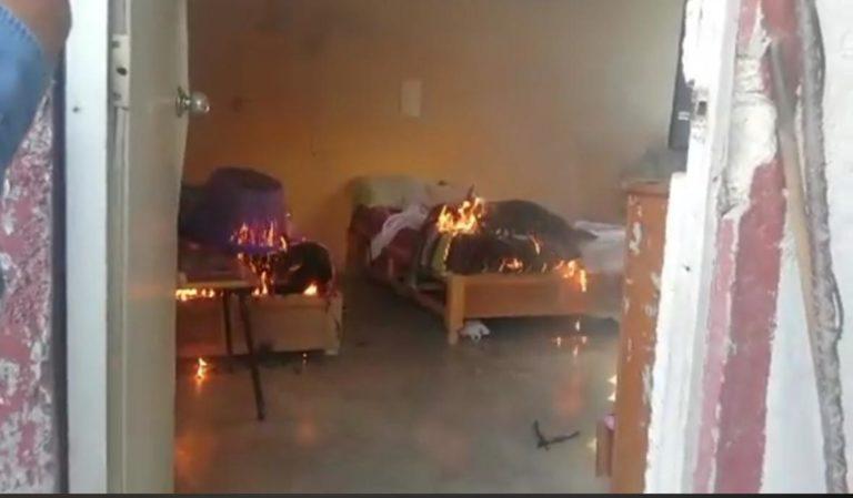 Familiares de Denisse incendian la casa de su presunto feminicida, en Hidalgo