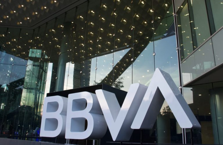 BBVA recibe 80 mil reclamaciones por falla masiva; CNBV señala posibles sanciones