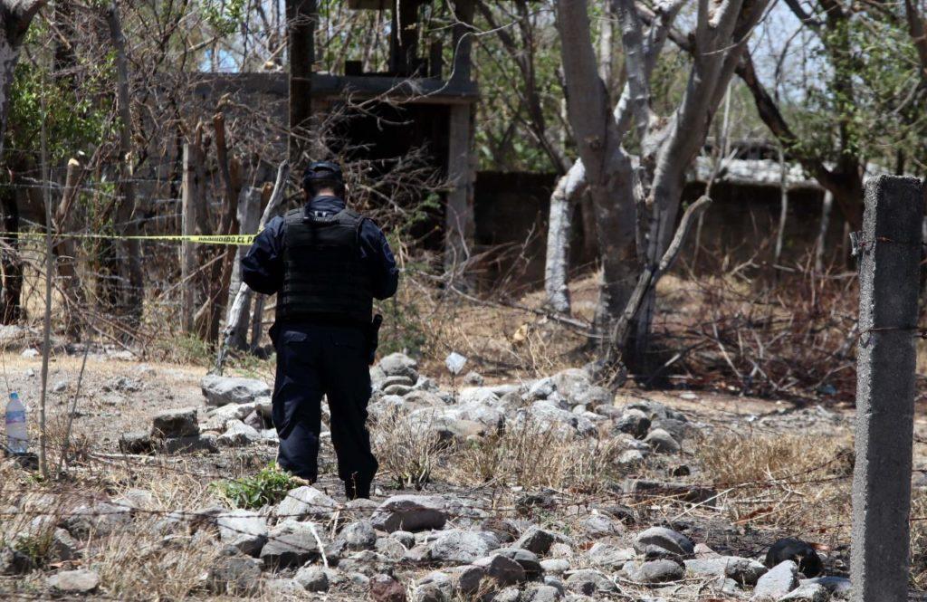 Número de fosas clandestinas y cuerpos recuperados va a la baja, asegura Encinas