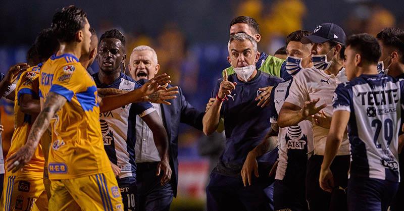 Javier Aguirre tuvo un altercado con un jugador de Tigres