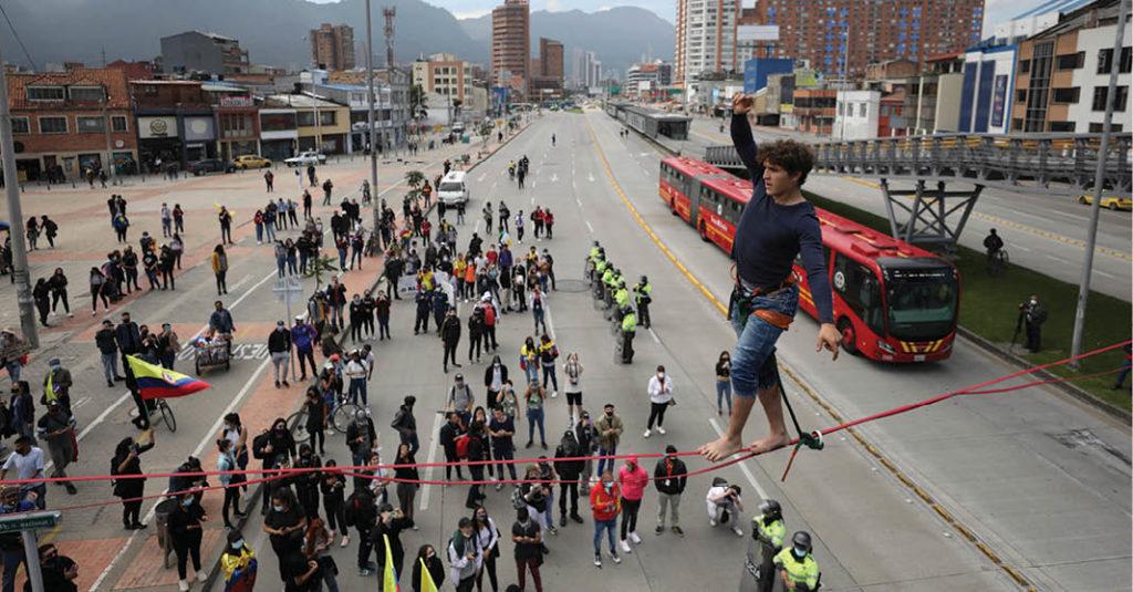 Manifestantes tomaron las calles de Bogotá Colombia, para protestar en contra de la reforma tributaria