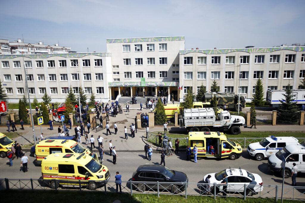 """Tiroteo en escuela rusa deja 8 personas muertas y 21 heridas; """"el terrorista ha sido arrestado"""""""