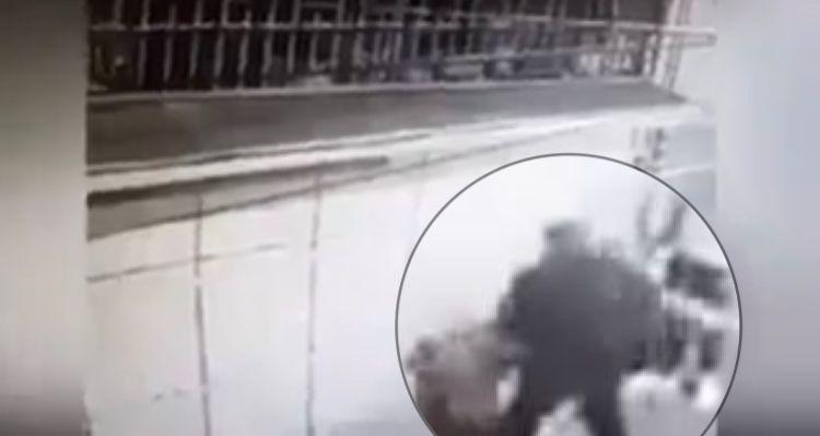Sujeto propina golpiza brutal a mujer en calles de Toluca, Edomex (VIDEO)
