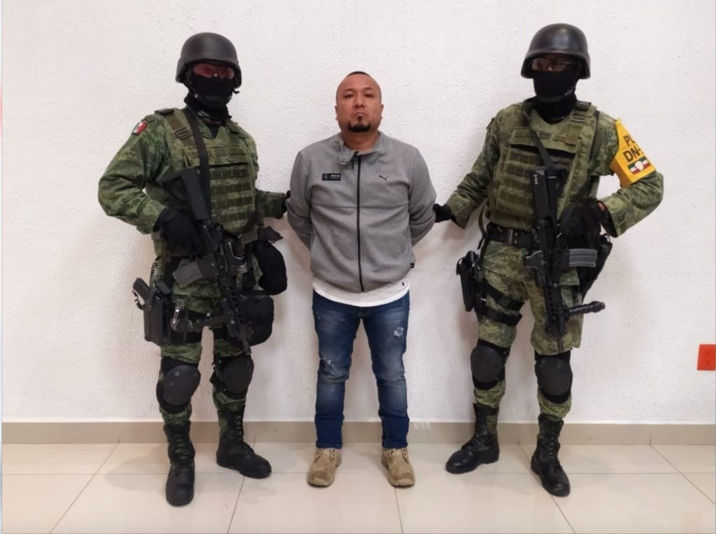 """AMLO critica que juez haya exonerado a """"El Marro"""" de delito contra servidores públicos"""