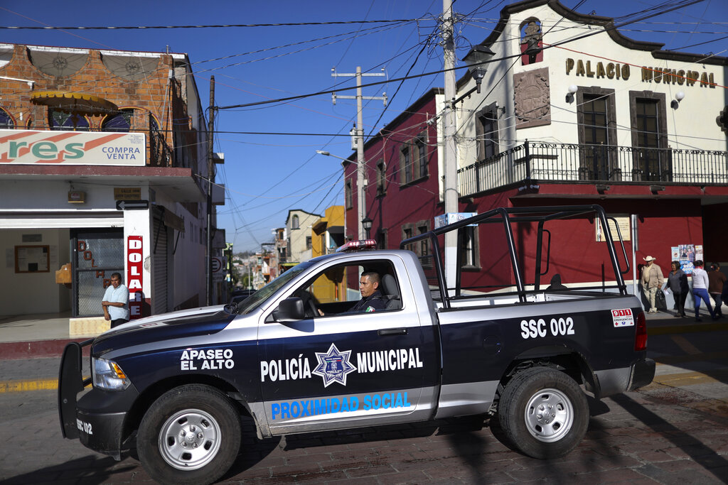 """CJNG asesina a policías de Guanajuato en sus propias casas: """"Quieren guerra, guerra van a tener"""""""