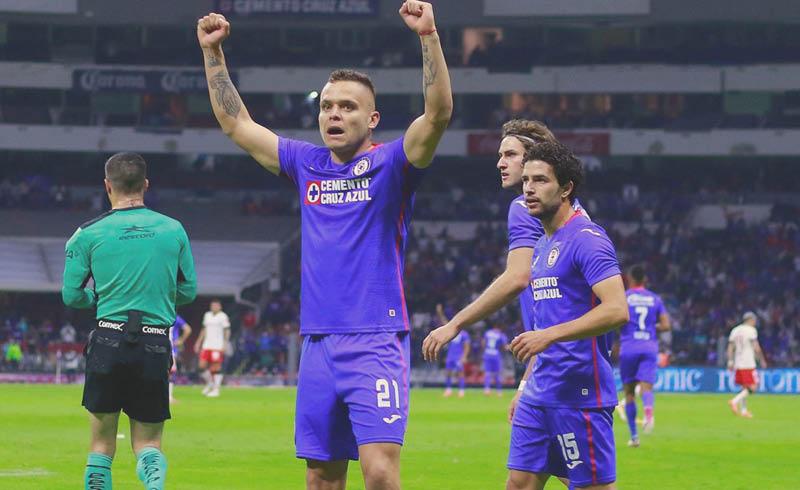 El técnico de Cruz Azul, Juan Reynoso, agradeció a los aficionados que siempre creyeron en ellos