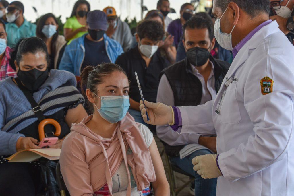 ¡Feliz día del maestro!: el martes arranca la vacunación anti-COVID para personal educativo en CDMX