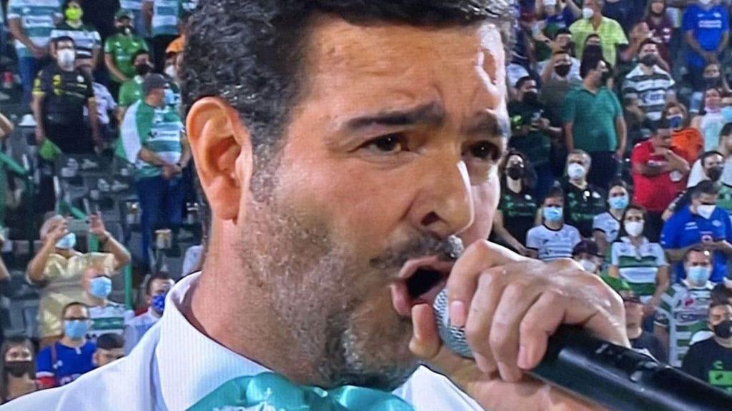 Segob abre expediente contra Pablo Montero por alterar la letra del Himno Nacional