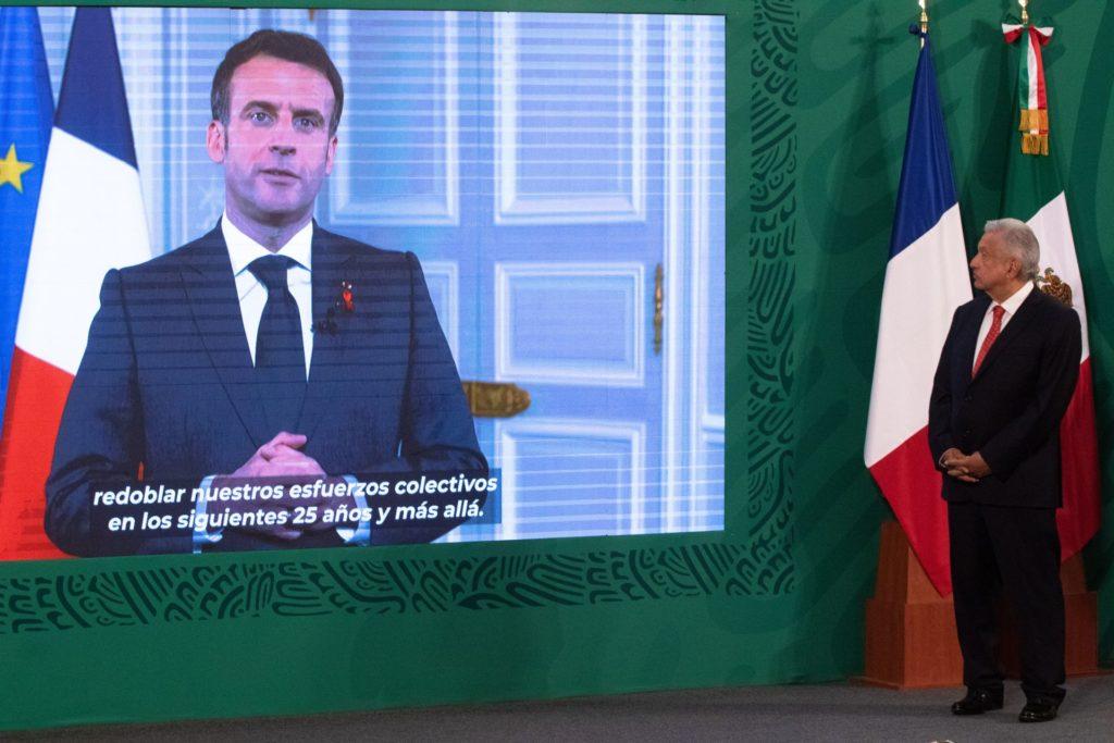 "AMLO condena cachetada al presidente Macron; agresor ""se exhibe como cobarde"""