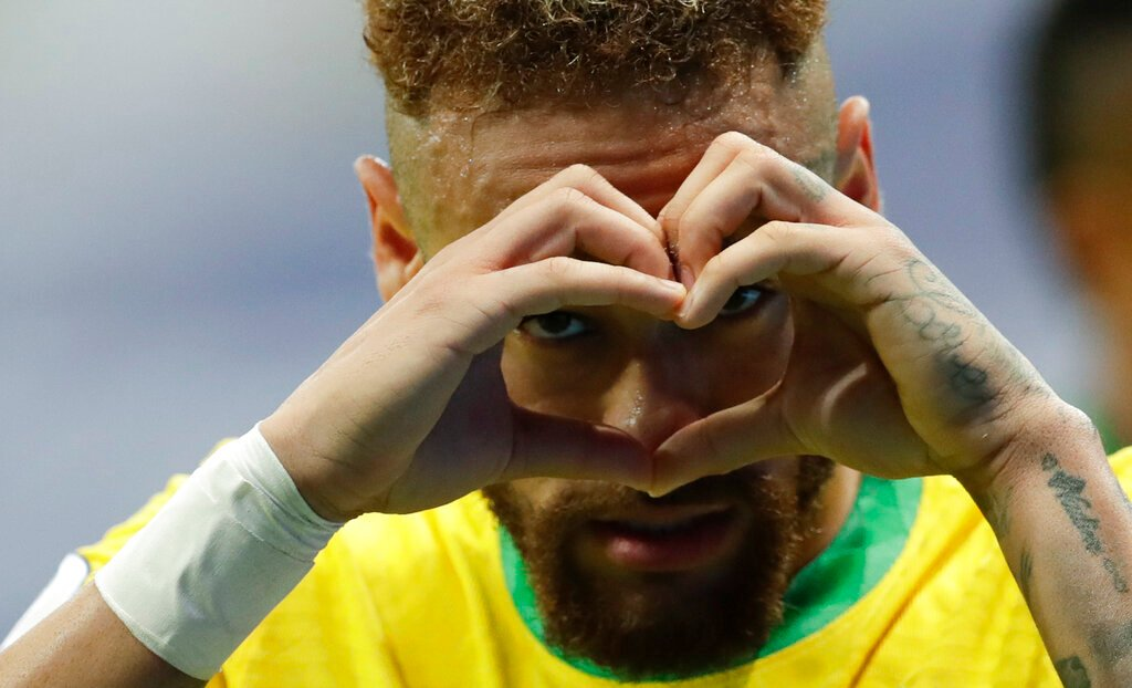 Golea Brasil y Neymar llora; se acerca a récord de Pelé