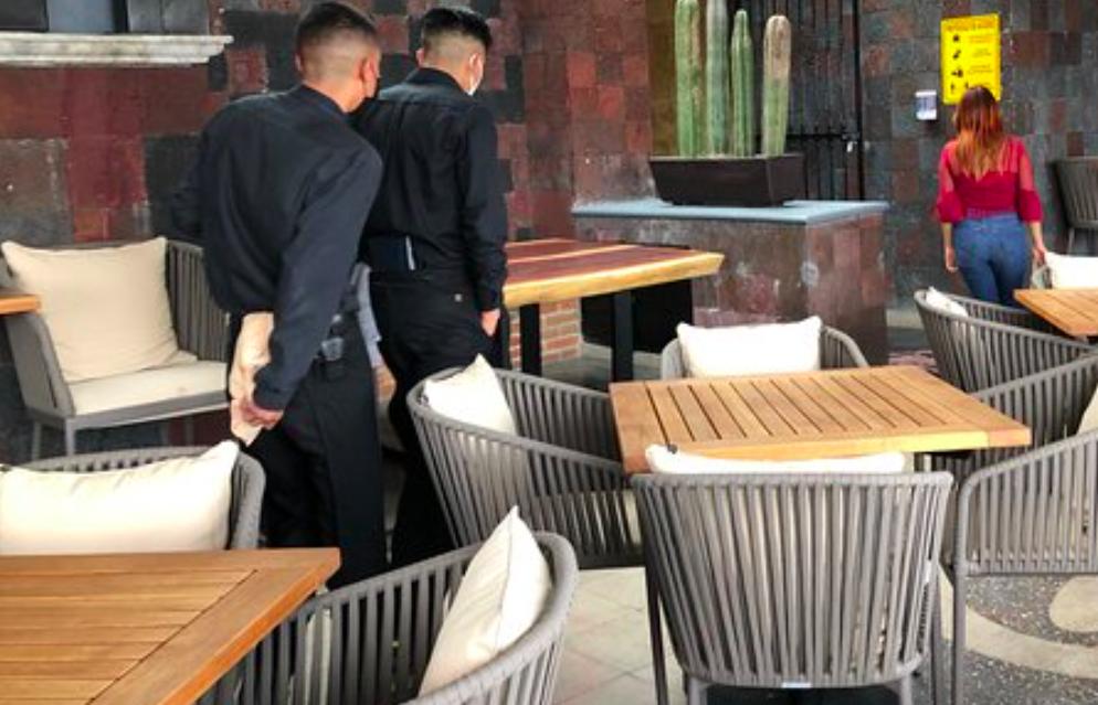 Comensales denuncian estafas y abusos en restaurantes con terraza en el Zócalo