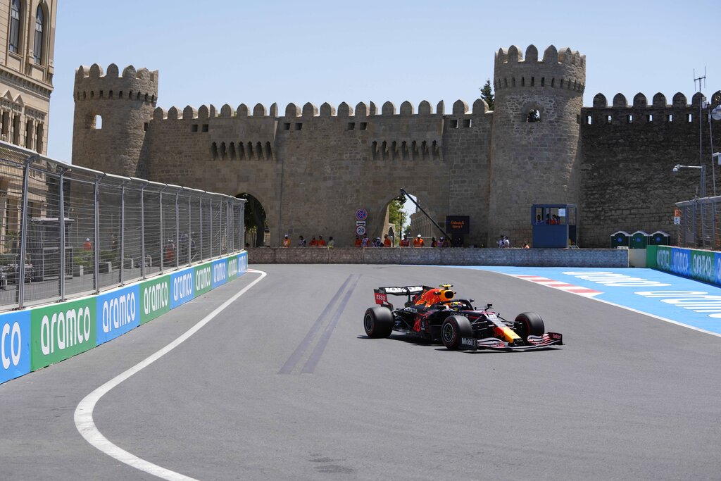 Checo Pérez se luce en las prácticas de Bakú para el Gran Premio de Azerbaiyán
