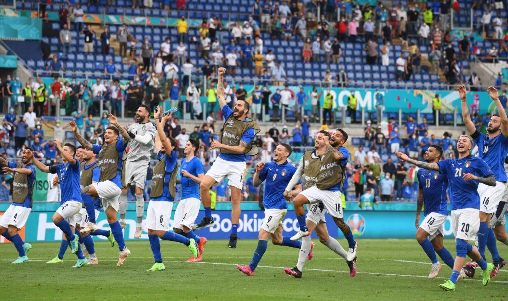 Italia iguala récord histórico; llega perfecta a Octavos
