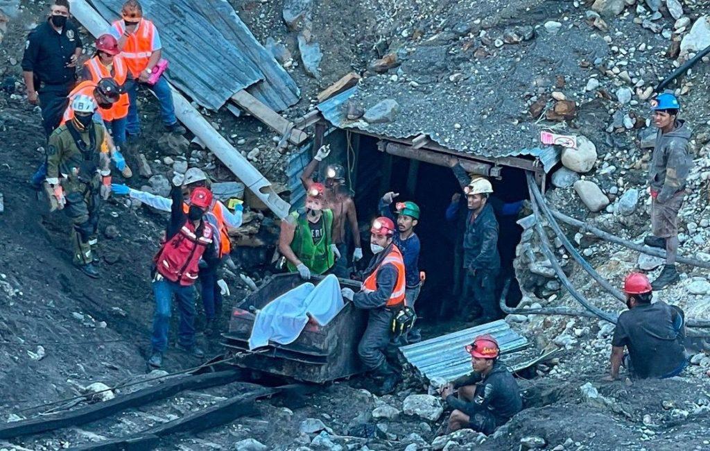 Rescatan el cuerpo sin vida de un minero que quedó atrapado en desplome de Coahuila