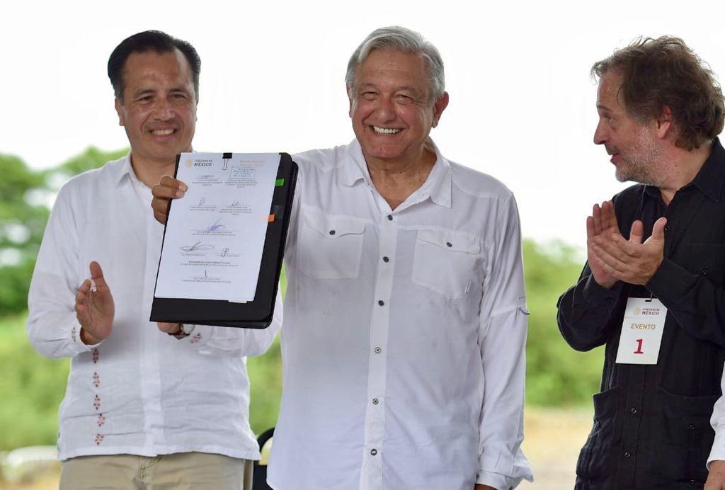 """AMLO advierte habrá """"manicure pero con hachuela"""" a presidentes municipales corruptos"""