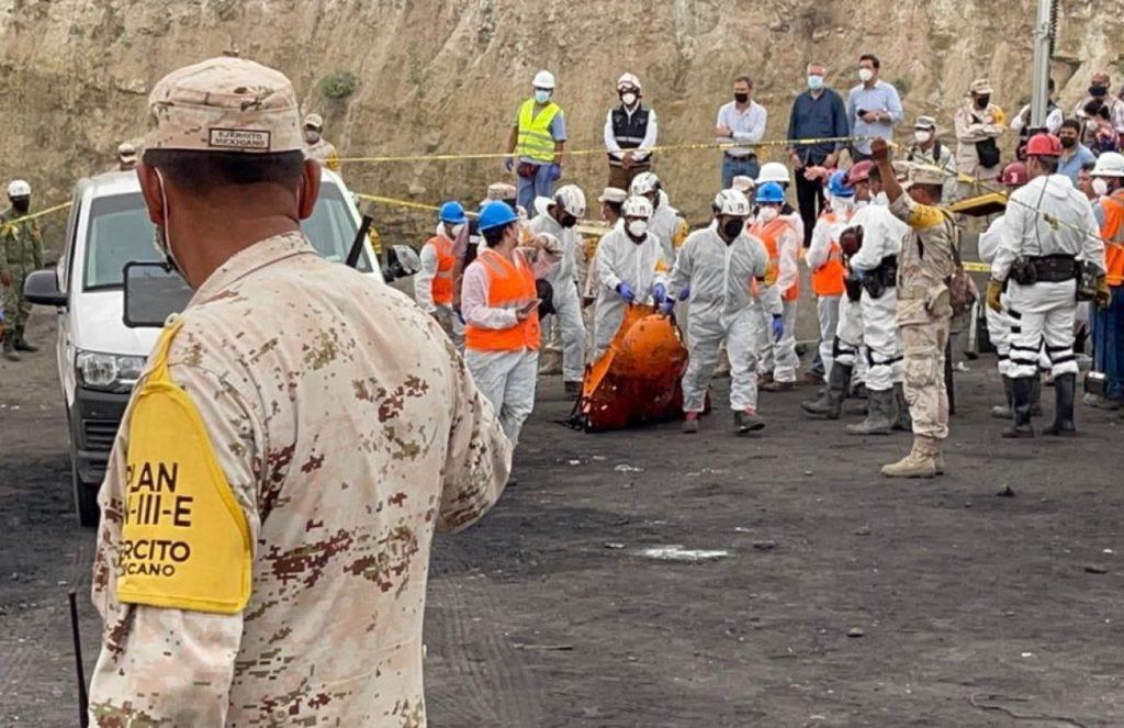"""AMLO: Fueron rescatdos cuerpos de mineros en Múzquiz; """"enviamos nuestro pésame"""""""