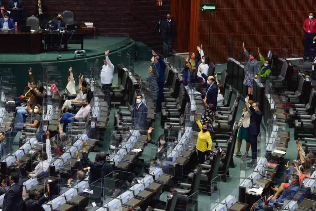 Morena apoyará iniciativa de AMLO para desaparecer diputados y senadores plurinominales