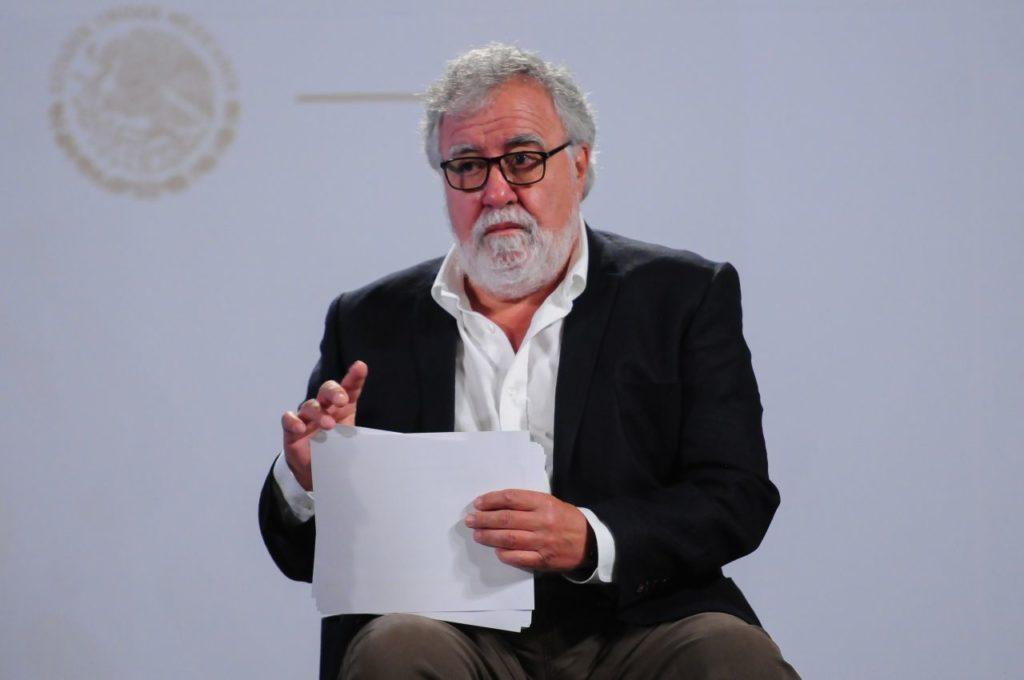 AMLO revela que Encinas viajó al extranjero para atender asuntos del caso Ayotzinapa
