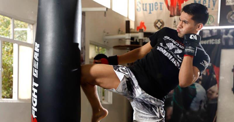Miguel David Martínez Aceves es un médico interno de pregrado del IMSS y se consagró campeón mundial en la categoría de 135 libras en MMA